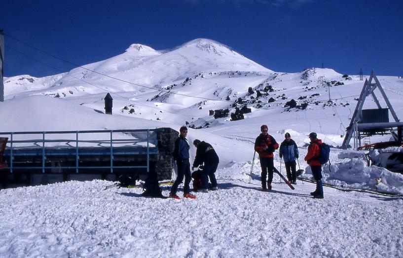 v ozadju dvoglavi Elbrus