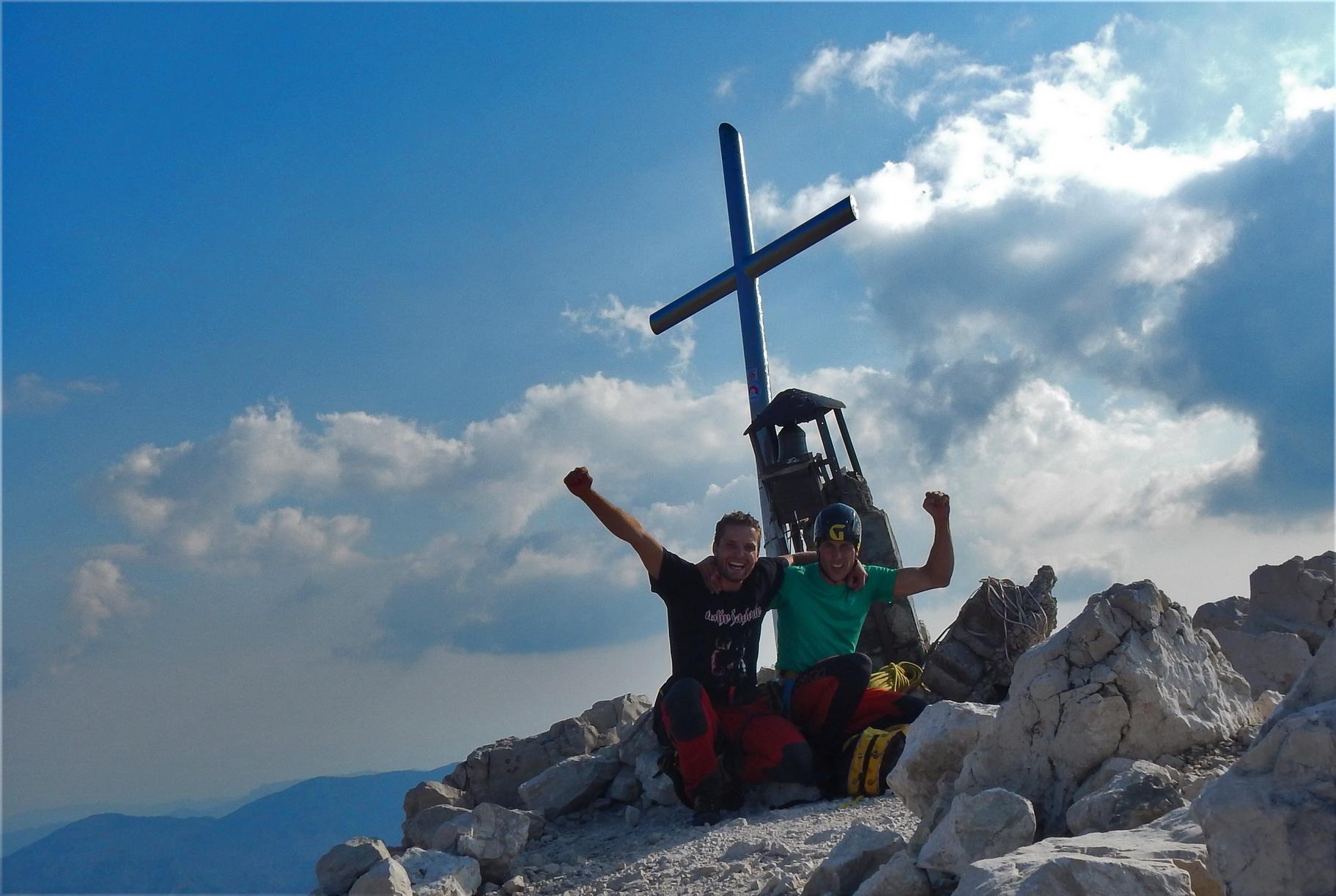Z Tinetom na vrhu Montaža, srečna, kot že dolgo ne ...