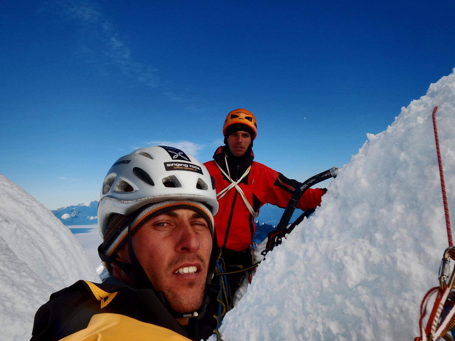 deset metrov pod vrhom Cerro Torreja